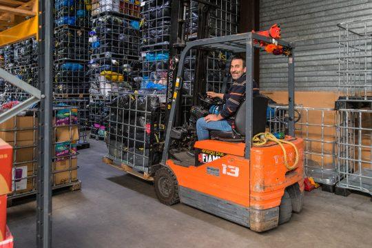 Mustafa, afdeling logistiek