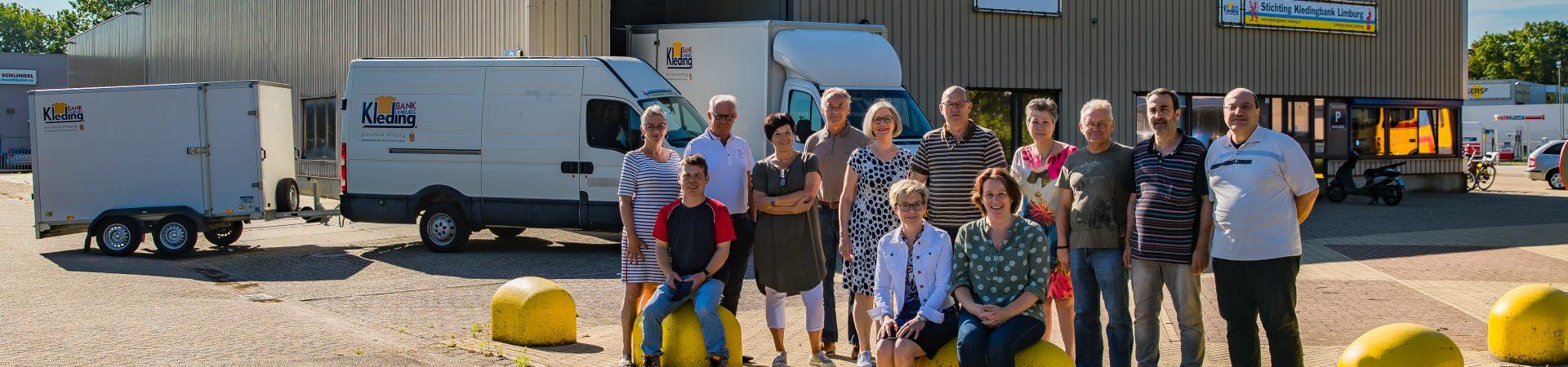 Het team Kledingbanken Limburg